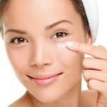 Рекомендации косметолога о том, как ухаживать за кожей вокруг глаз